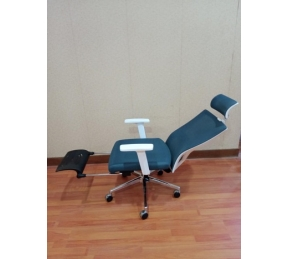China Newcity 1426A-1 Computer Room Modern Mesh Chair With Footrest Mesh Chair White PP Luxury Swivel Chair Boss Ergonomic best Mesh Chair Chinese Foshan Supplier factory